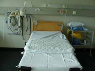 łóźko porodowe w Norweskim szpitalu